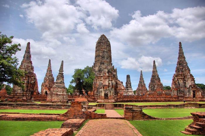 Ruinas del Wat Chaiwatthanara en el Parque HIstórico Ayutthaya