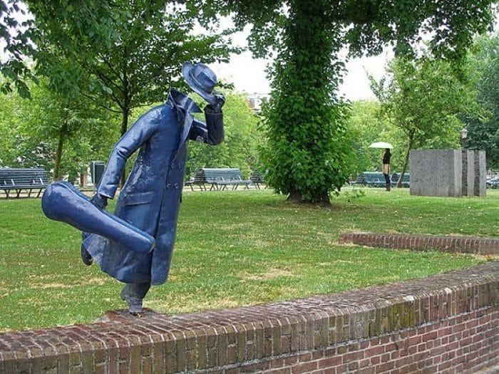 Músico sin cabeza en Ámsterdam. Autor desconocido