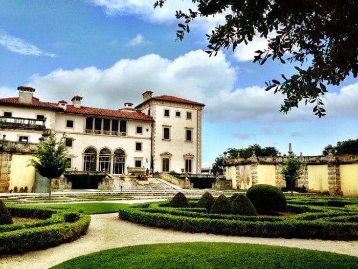 Parte de los jardines y edificio de Villa Vizcaya