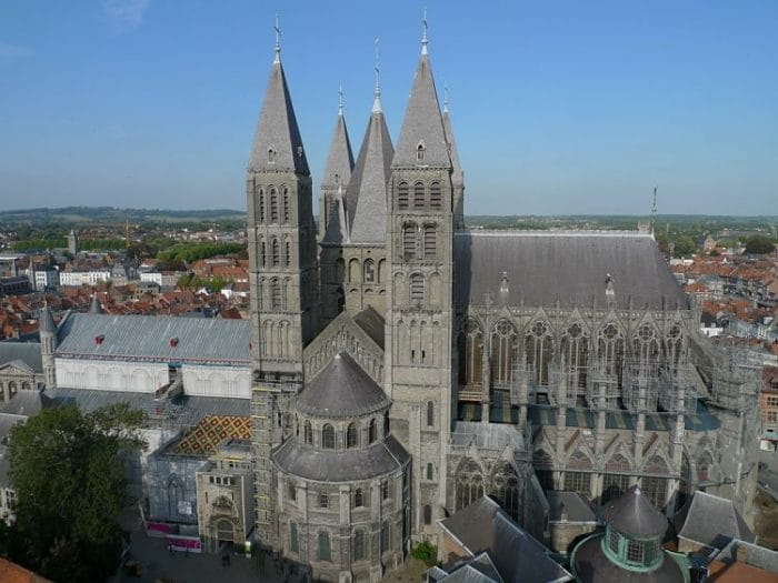 Vista aérea de la estructura de la Catedral de Turnai