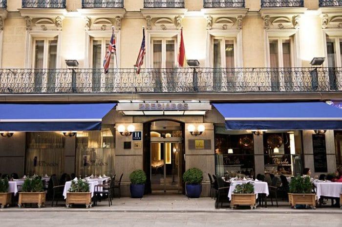 Frente del Hotel Preciados y Café Valera