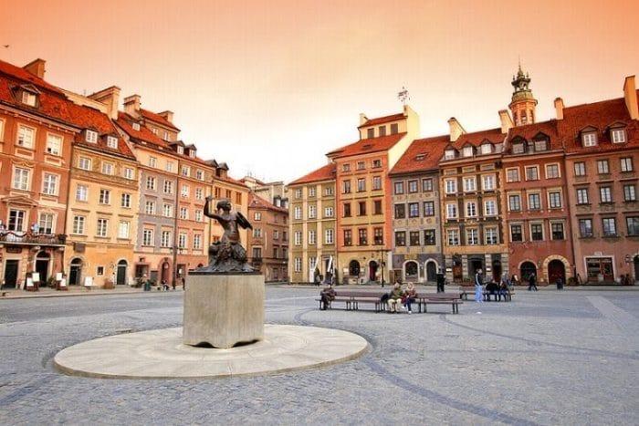 Plaza de Varsovia y la Sirena de bronce