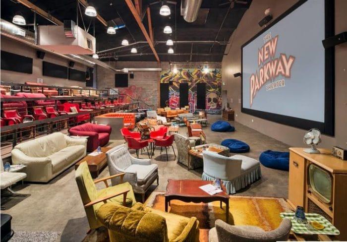 Sala del The New Parkway Theatre