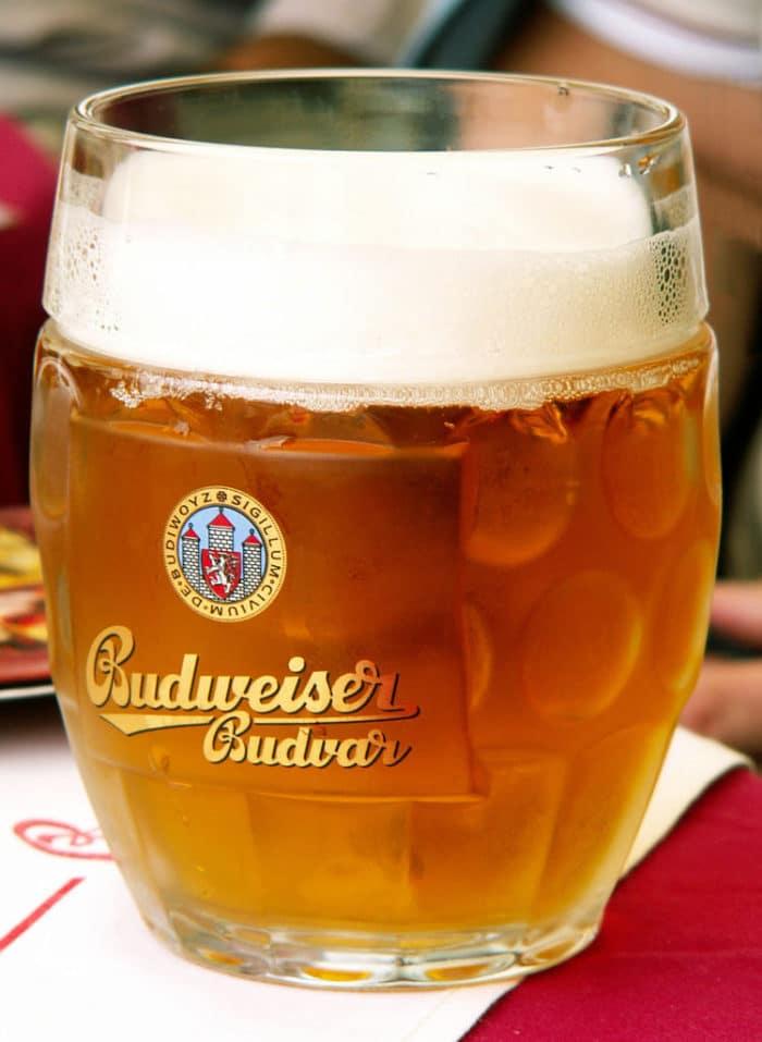 Cerveza Budweiser original de la ciudad de České Budějovice