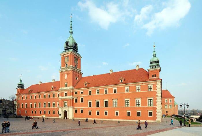 Imponente vista del Palacio Real de Varsovia