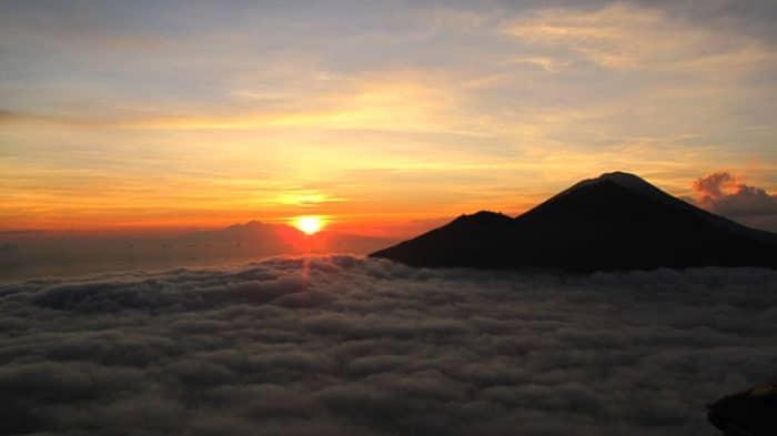 Hermoso atardecer en el Monte Batur