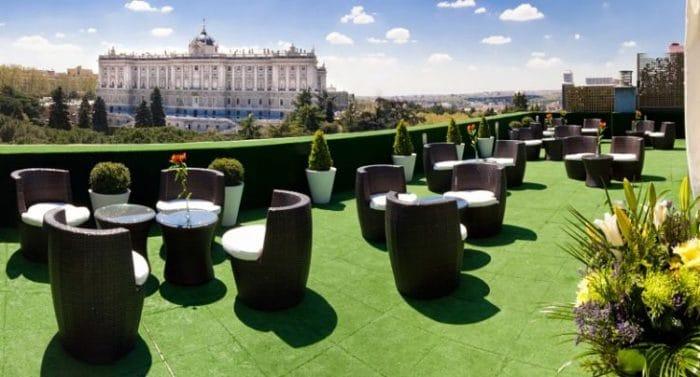 Terraza Solarium de ApartoSuites Jardines de Sabatini