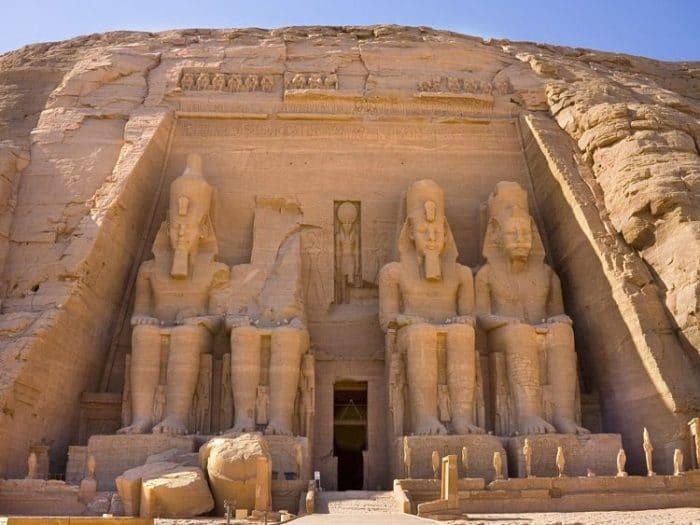 Entrada al Templo de Ramsés en Abu Simbel
