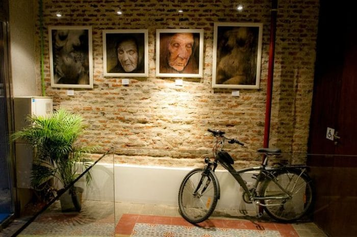 Parte de las exposiciones del hotel Artrip