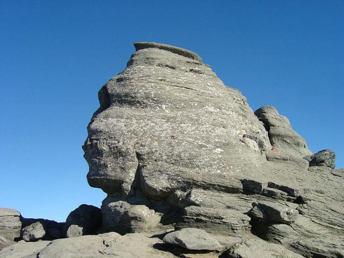 La Esfinge de Bucegi en las Montañas del mismo nombre