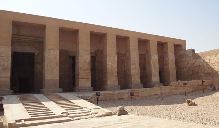 Impresionantemente bien preservada entrada al Templo de Seti I