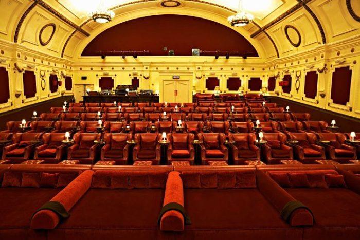 Vista de las butacas y camas de la Sala Electric Cinema