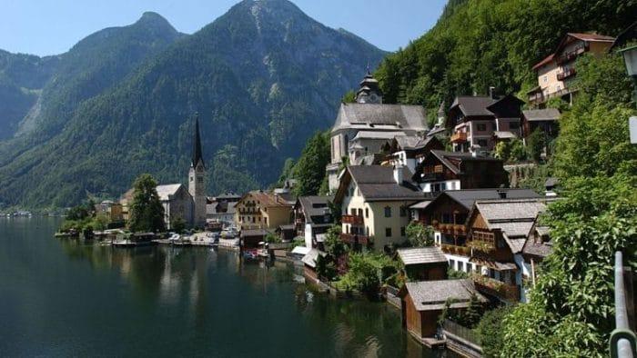Hermosa imagen del pueblo de Hallstatt