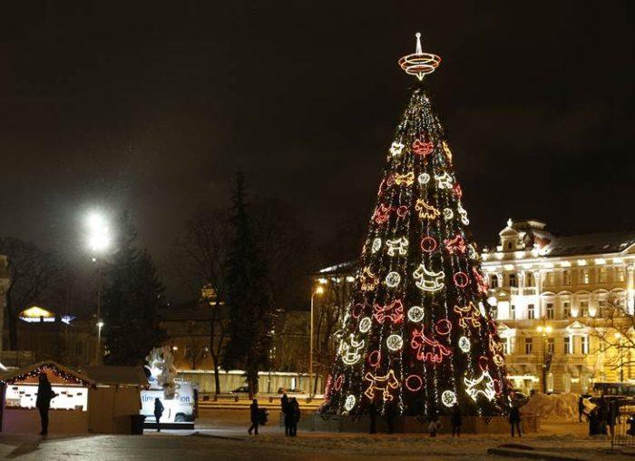 807c5770dca42 Descubre cuales son 12 árboles de navidad más grandes del mundo ...
