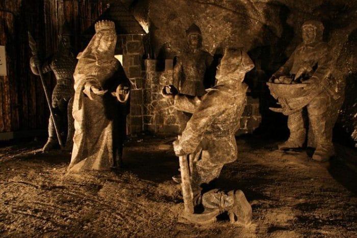Parte de las antiguas esculturas de sal de la Mina de Wieliczka