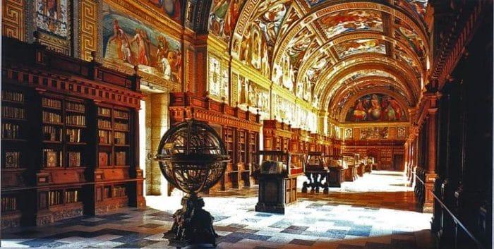 Sala principal de la Real Biblioteca de San Lorenzo del Escorial y sus impresionantes frescos