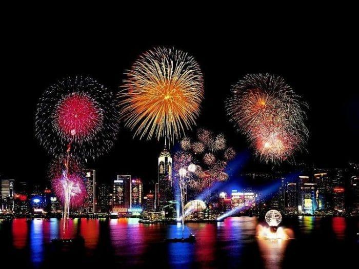 Festival de fuegos artificiales durante la celebración del Año Nuevo Chino en Hong Kong