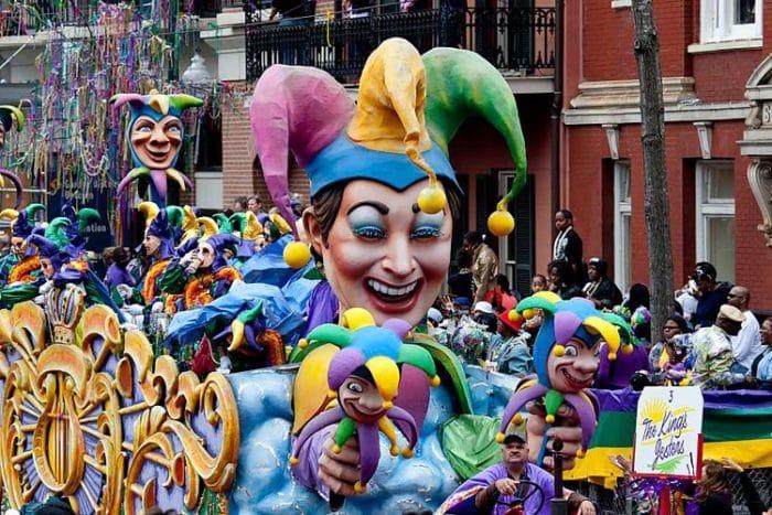 Carroza durante el desfile del Mardi Gras en New Orleans