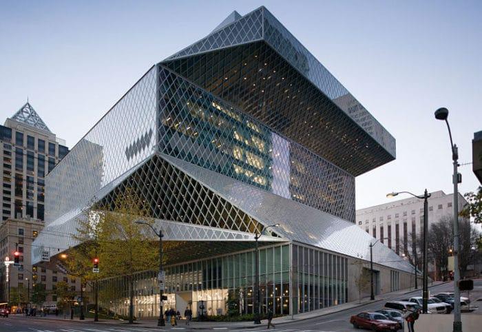 Vista del moderno edificio que alberga la Biblioteca Pública de Seattle