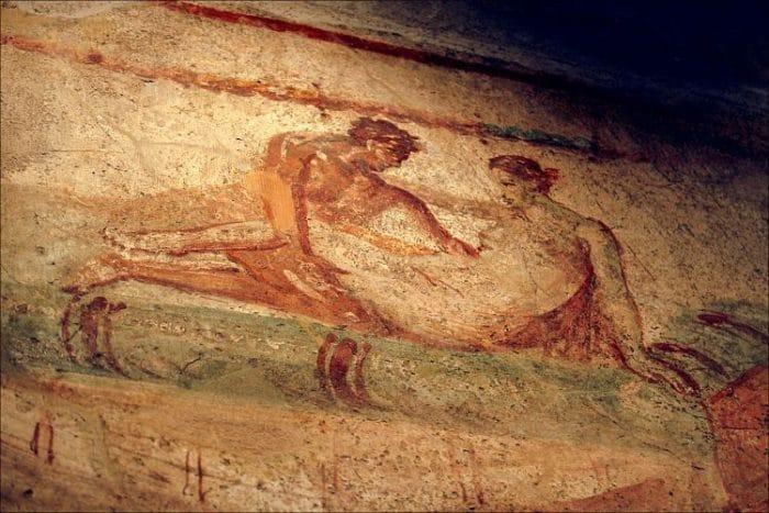 Uno de los frescos de naturaleza sexual que pueden verse en el Lupanar de Pompeya