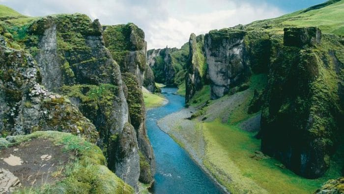 Hermoso paisaje natural de Islandia, parte de sus atractivos turísticos