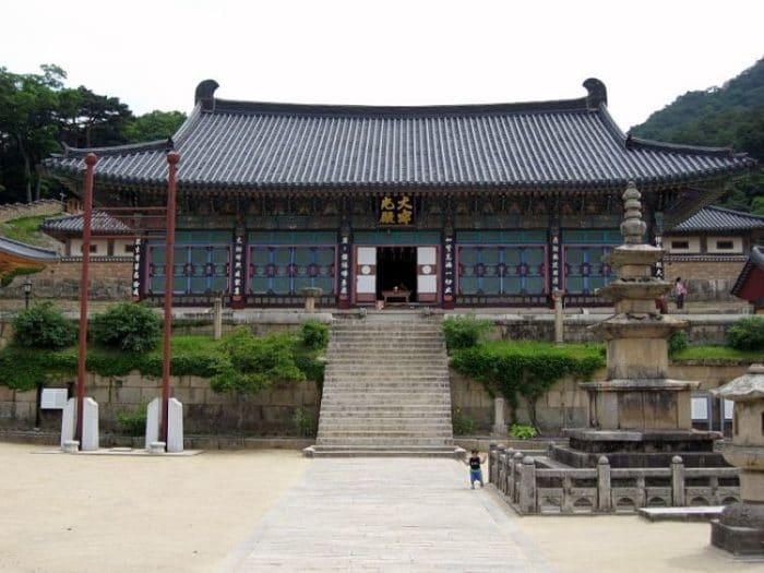 Entrada del edificio principal del Templo Haeinsa en Corea