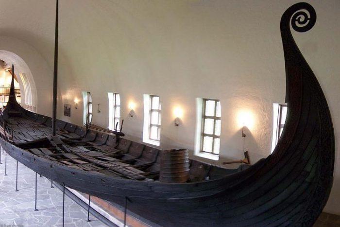 El barco encontrado en una tumba en la ciudad de Oseberg, el barco vikingo mejor preservado del mundo
