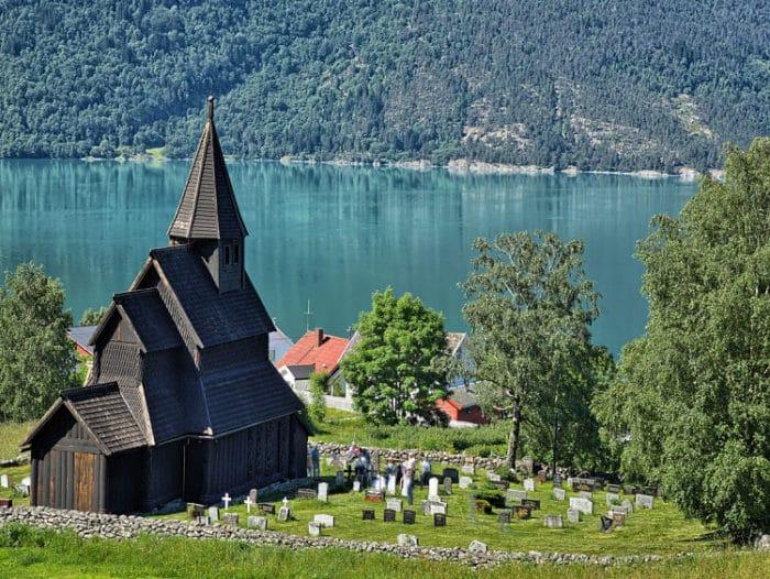 Hermosa vista de la Iglesia Urnes Stave