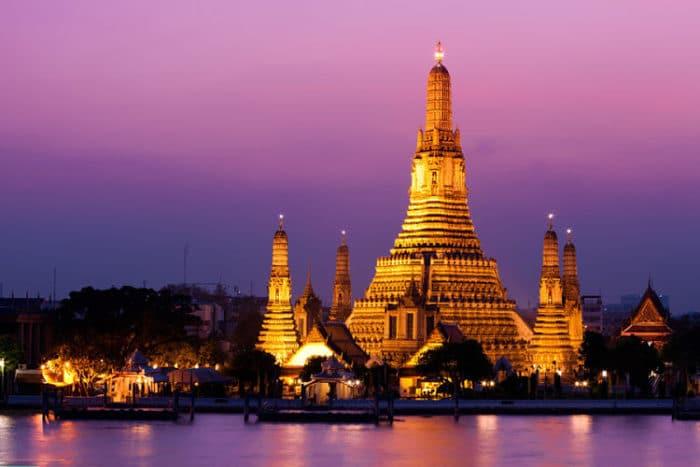 Hermosa imagen del Templo Wat Arun al atardecer