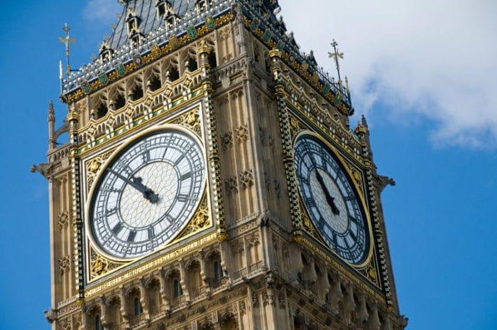 Hermoso detalle de los relojes de la Torre del Big Ben