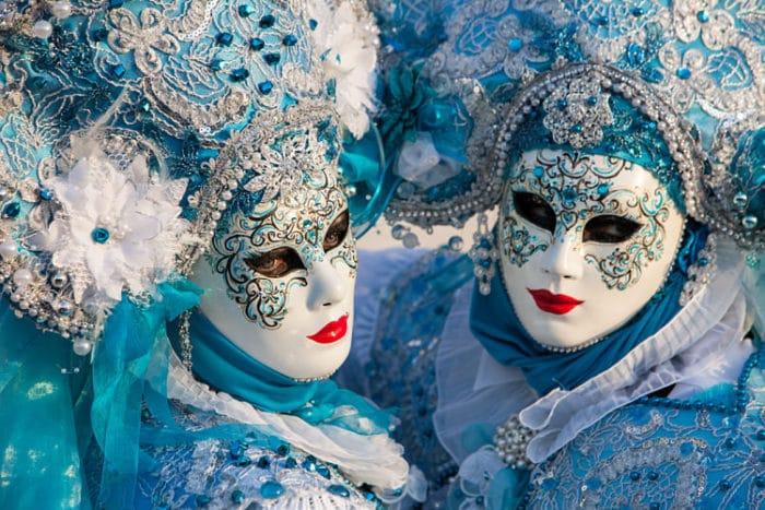 Hermosas máscaras durante el Carnaval de Venecia