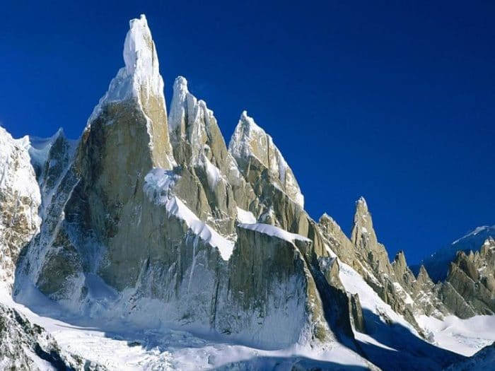 Imponente Cerro Torre en la Patagonia