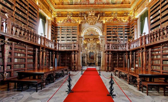 Prte del interior de la hermosa Biblioteca Joanina