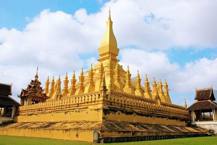 Hermoso diseño del Templo Pha That Luang