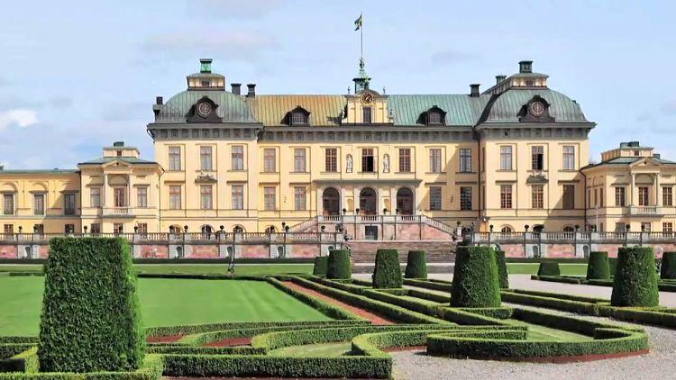 Hermosos hardines frontales del Palacio de Drottningholm