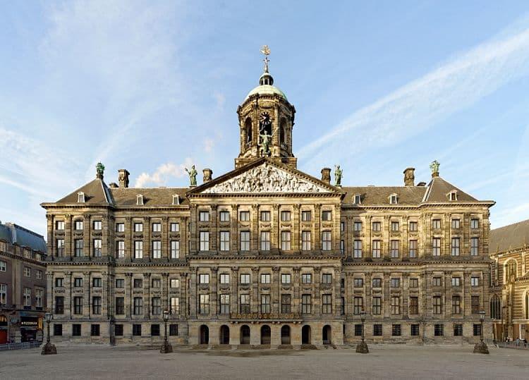 Vista frontal del Koninklijk Paleis en Ámsterdam