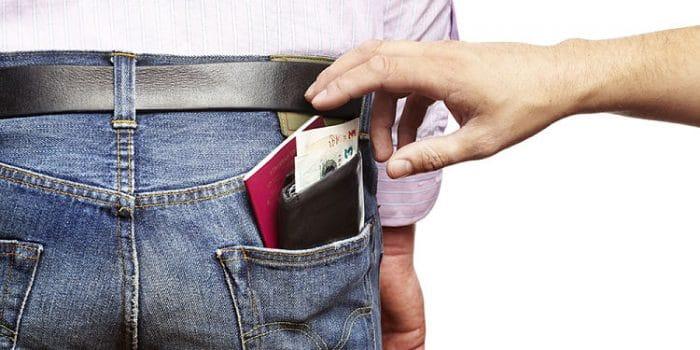 Cuidado con los carteristas, mantén tus cosas de valor en un lugar seguro