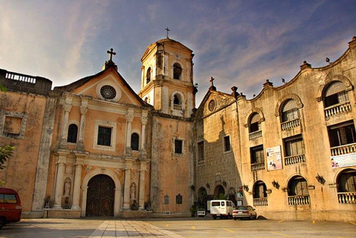 Frente de la Iglesia San Agustín en Manila