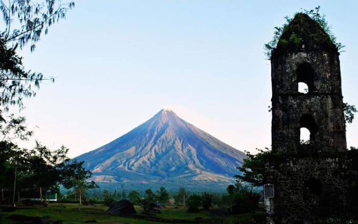 El Volcán Mayon visto desde la Ruinas de Cagsawa