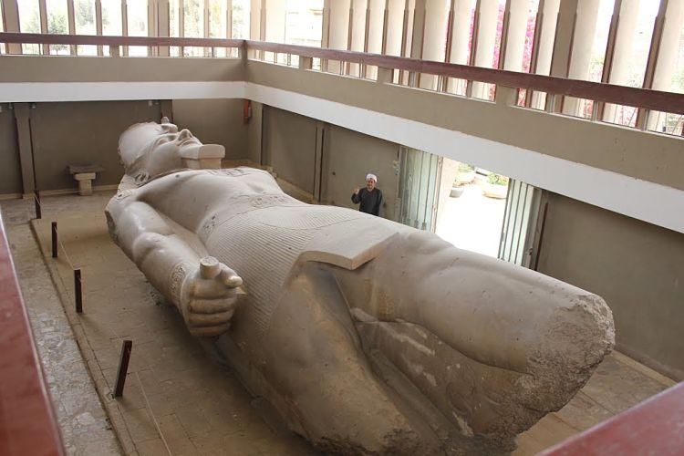 Colosal estatua de Ramsés II encontrada en la ciudad perdida de Memphis
