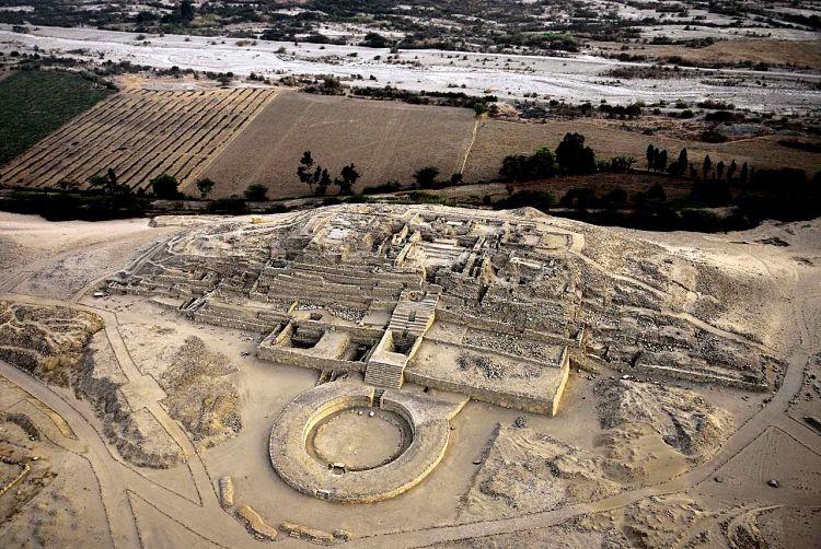 Vista aérea del complejo de Caral en Perú