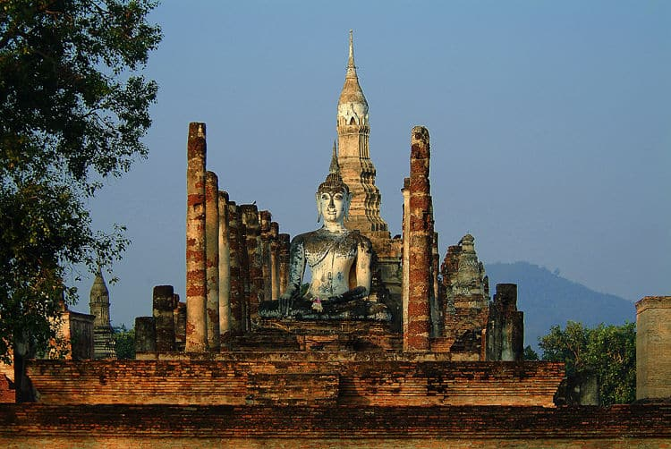 Estatua de Buda en la ciudad perdida de Sukhothai