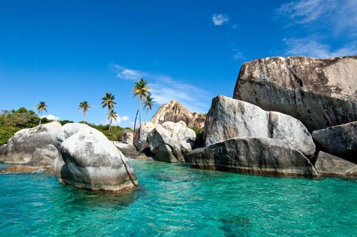 La hermosa playa conocida como The Bath o Los Baños en las Islas Vírgenes Británicas
