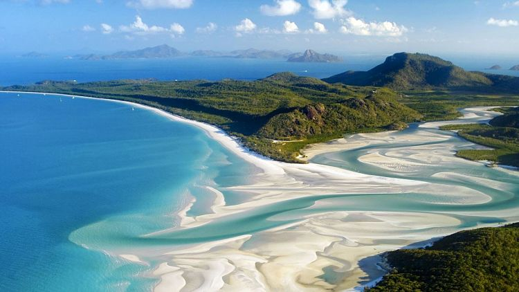 Whitehaven Beach en Australia con sus blancas arenas y azules aguas
