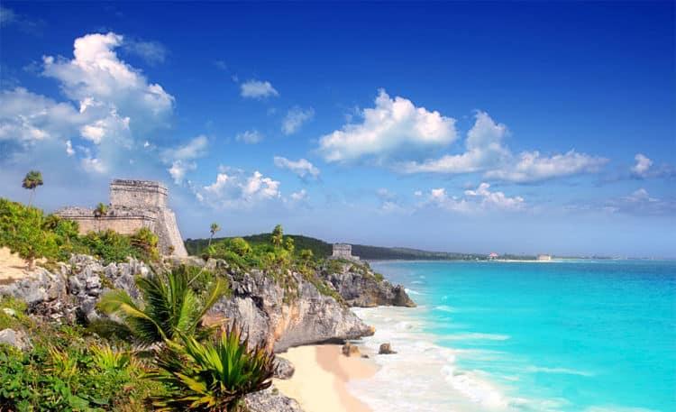 Tulum abarca una excitante ciudad, un interesante sitio arqueológico y una de las playas más hermosas del mundo