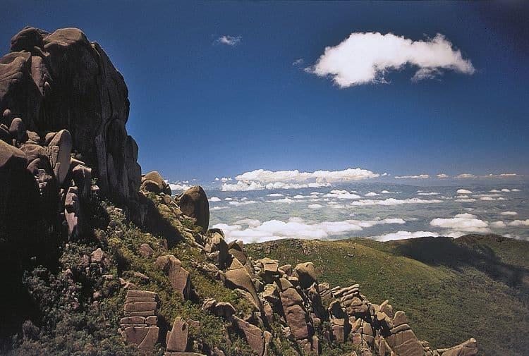 Vista desde la cima del Parque Nacional Itatiaia