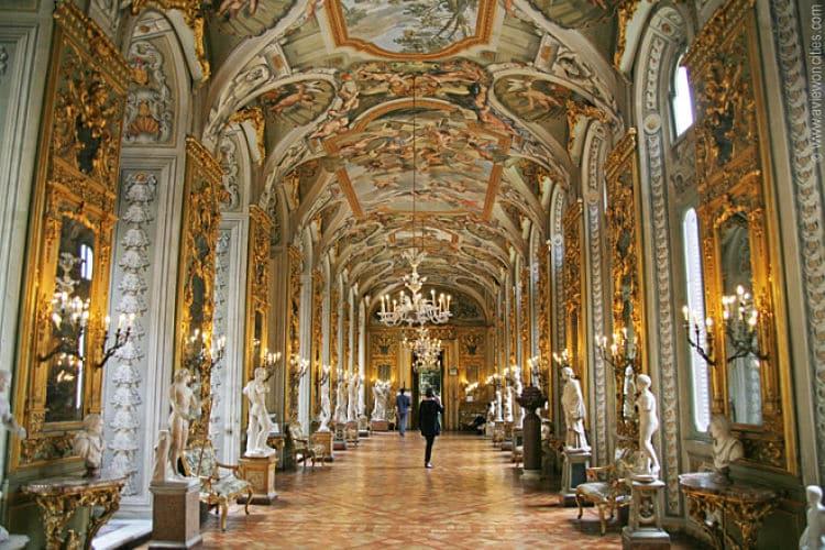 Salón de los espejos en el Palazzo Doria Pamphilj
