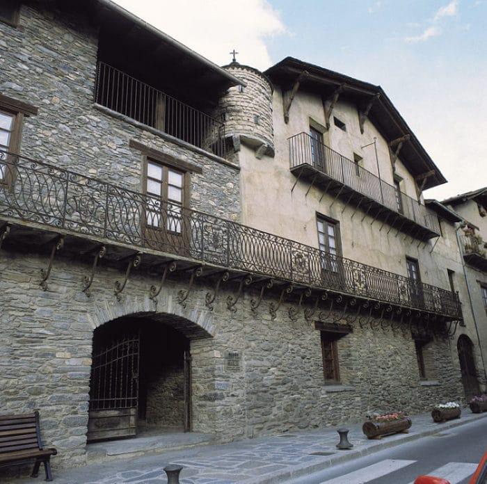 Casa Plarial d'Areny de Plandolit