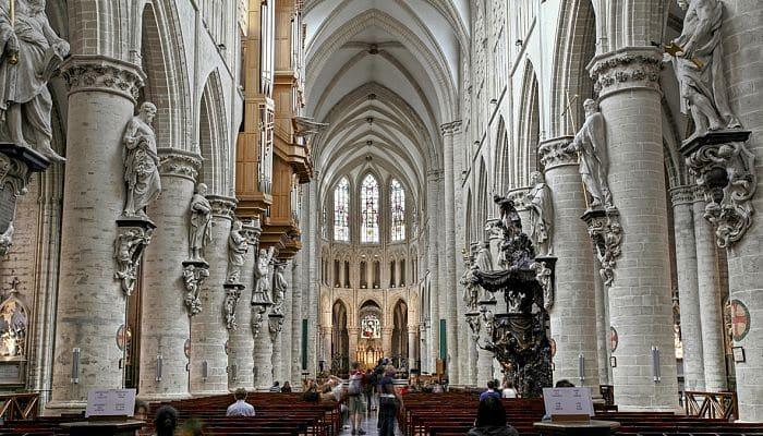 Visitar la Catedral de Bruselas