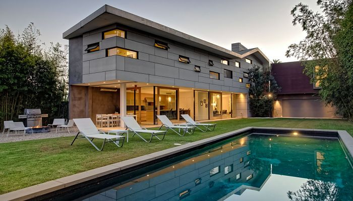 Modern Architectural Oasis